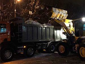 Уборка снега у ТЦ «Текстильщица» в Орехово-Зуево