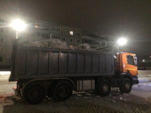 Уборка снега у магазинов в Орехово-Зуево