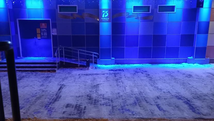 Уборка снега у магазина Океан